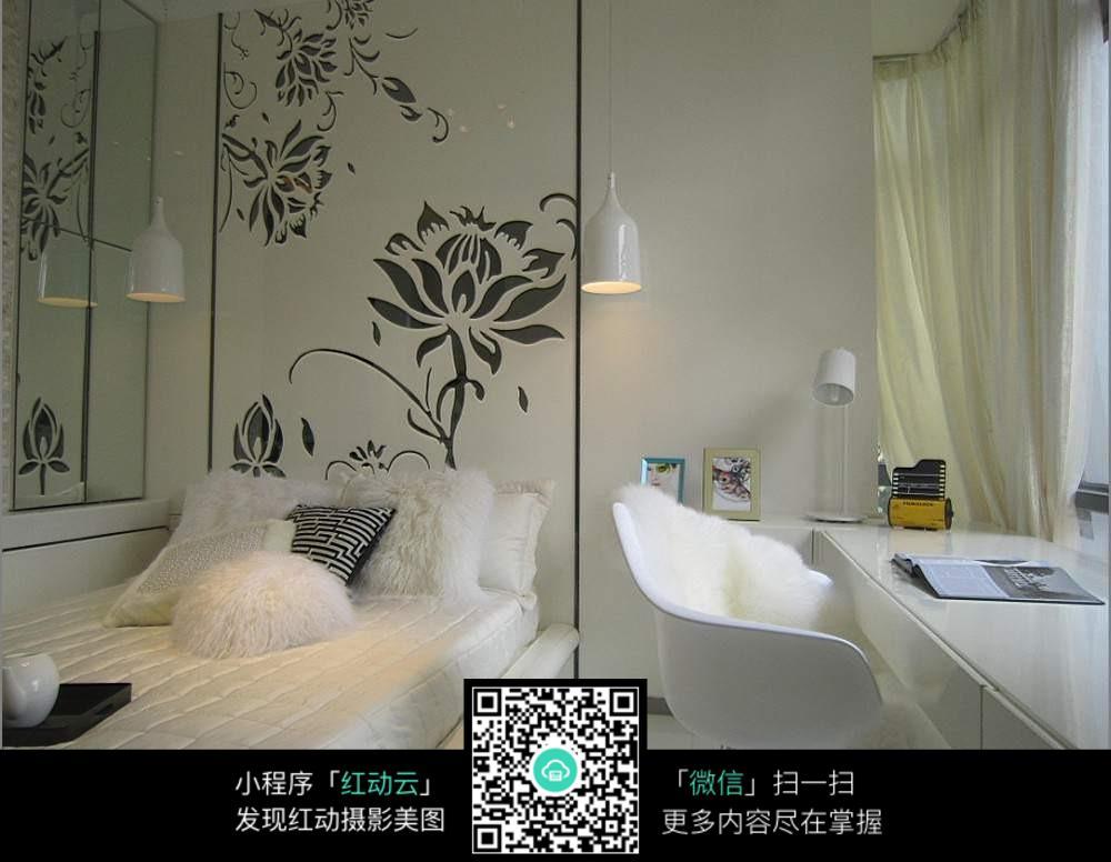 墙壁黑色花贴纸卧室_室内设计图片