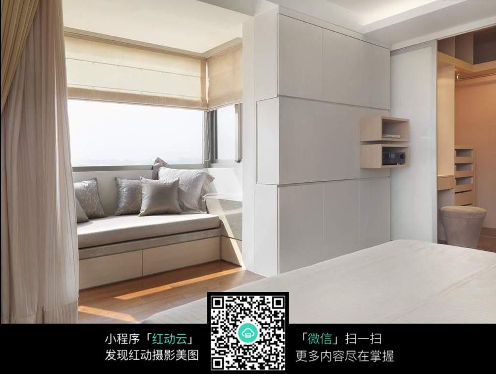 卧室飘窗论+�_卧室飘窗的简单设计