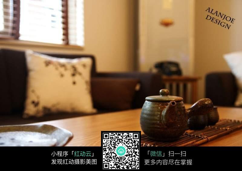 桌上的茶壶摆件_室内设计图片