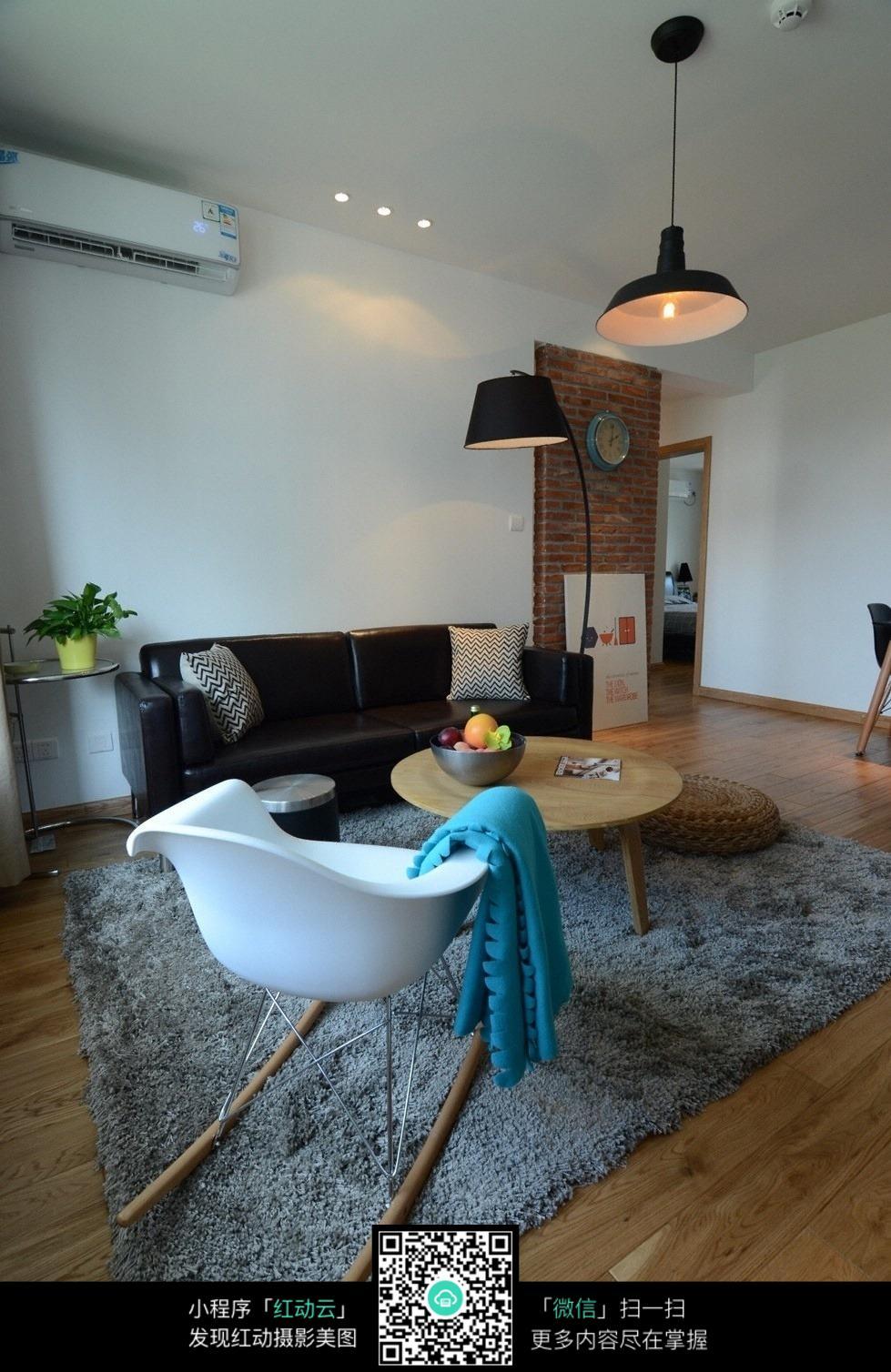 创意摇椅客厅室内装修效果图_室内设计图片