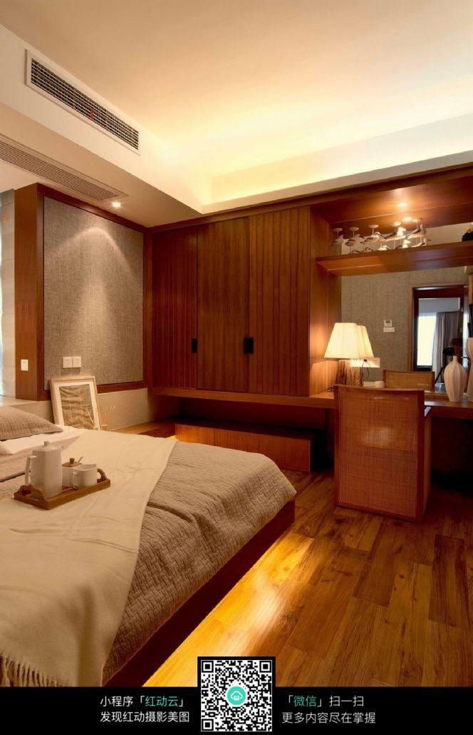 实木家居地板的卧室效果图图片