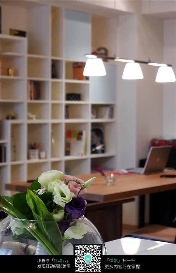 温馨花艺书房室内装修效果图