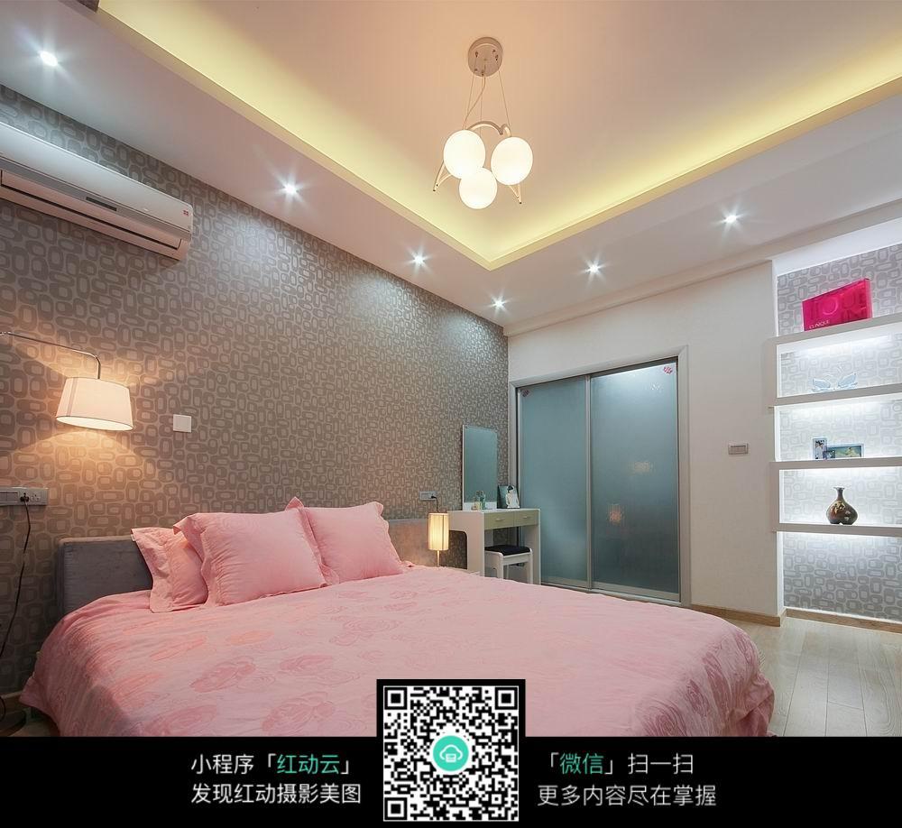 粉色温馨卧室室内装修效果图