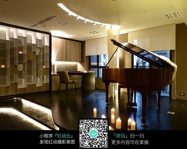 优雅钢琴室内装修效果图