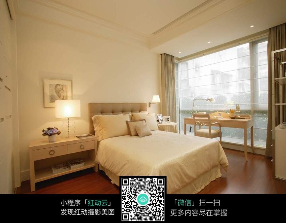欧式 落地窗 台灯      床 桌子 椅子 床头柜 镜框画 精美模型 3d模型图片