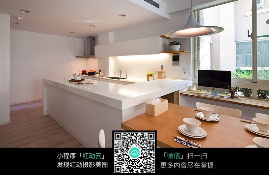 欧式简美的厨房餐桌设计