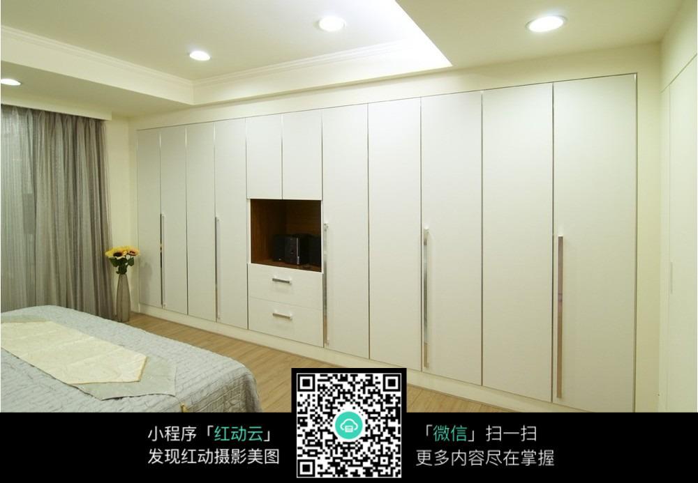 墙面衣柜创意室内装修设计效果图