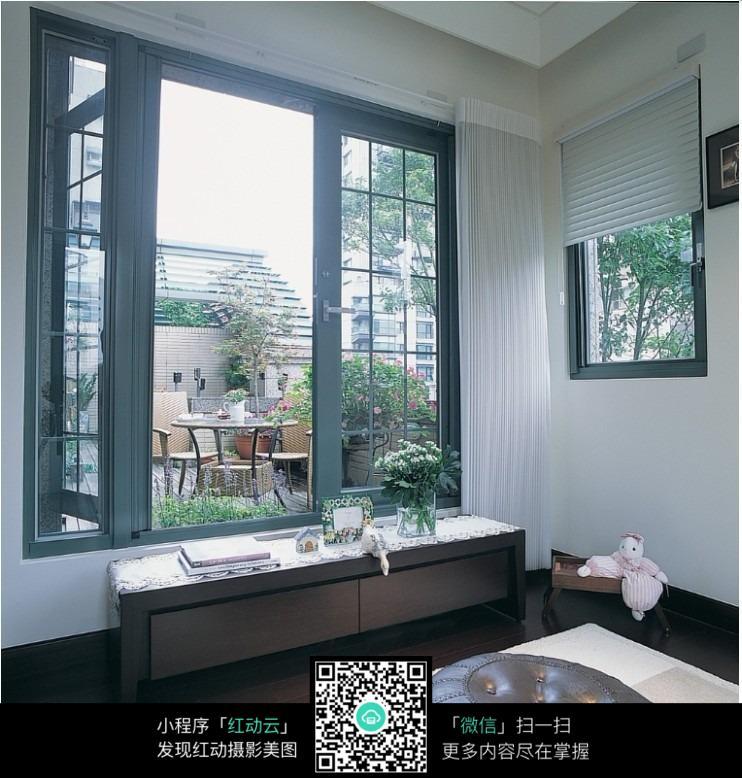窗帘主题墙边框设计图片