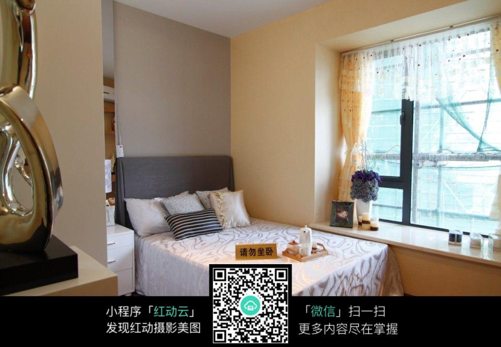 温馨飘窗卧室室内装修设计