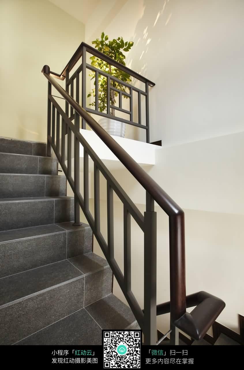 黑色大理石楼梯及木质扶手图片