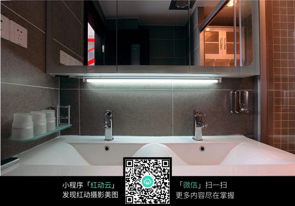 室内设计效果图 洗手台效果图 水龙头 水池 洗漱用品 镜子  室内设计