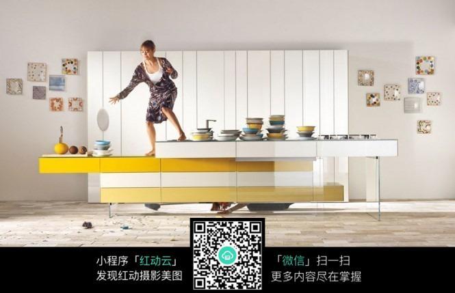 您当前访问素材主题是创意厨房吧台设计,编号是5346738,文件格式jpg图片