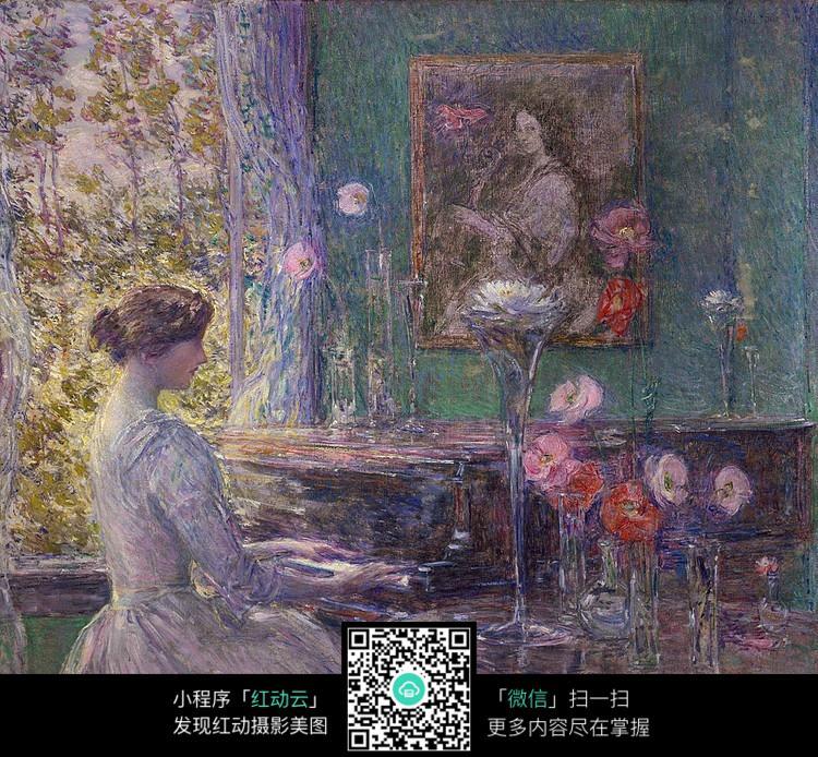 弹钢琴的女人