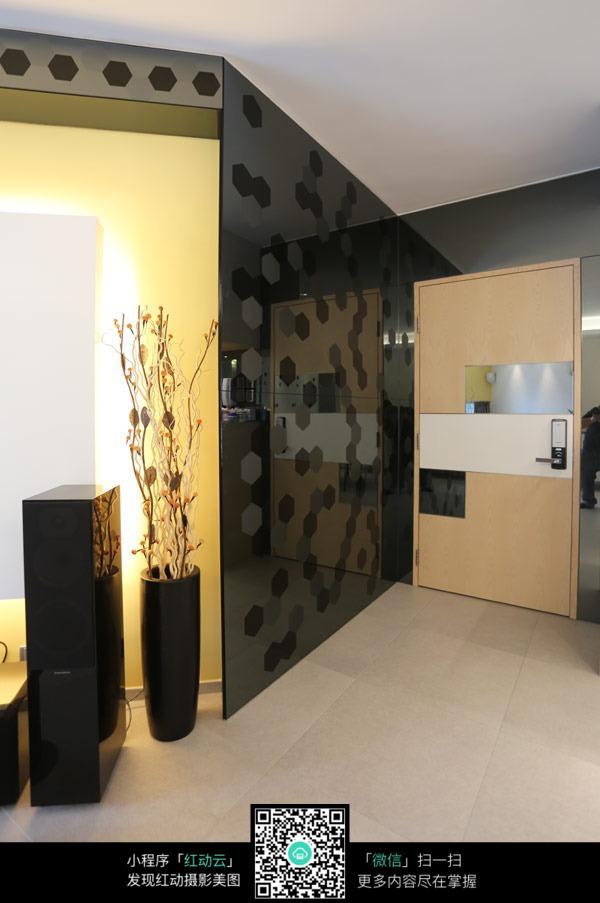 黑色玻璃墙面装饰效果图