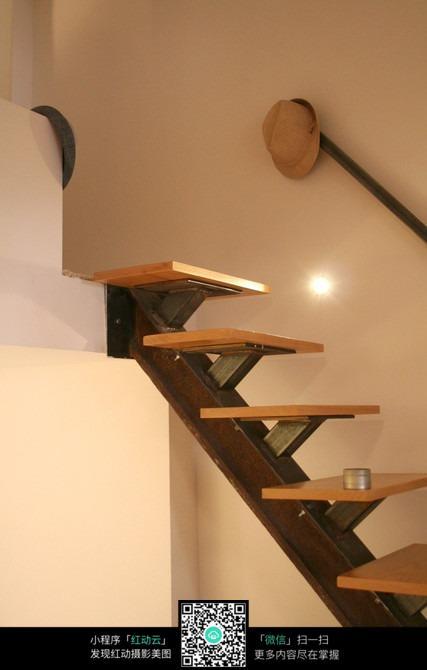 木板楼梯图片