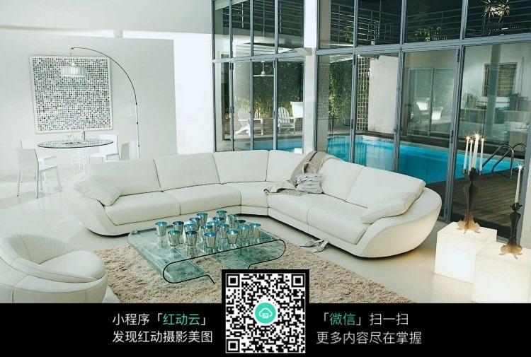 米色沙发搭配地毯图片