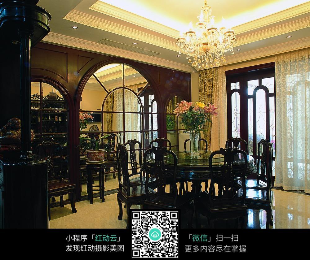 传统中式风格餐厅家具摆设图片