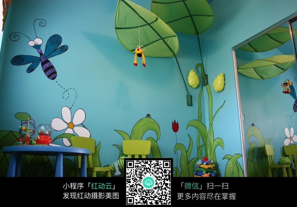 儿童房墙面装饰图片