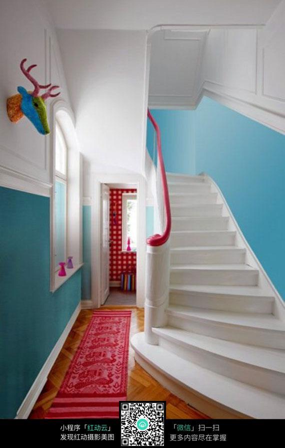 欧式别墅图片v别墅效果图_室内设计楼梯_红动海泰别墅介绍图片