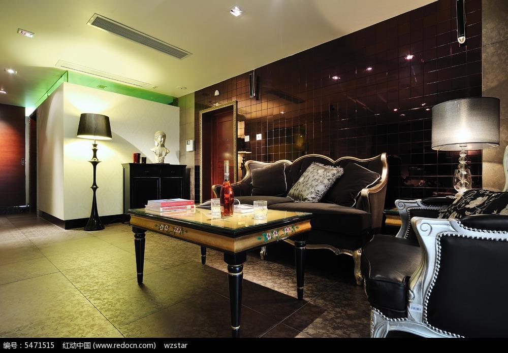 沙发 靠枕 茶几 台灯 装饰品 柜子 地毯 地板 设计 风格 欧式