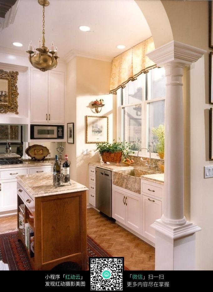 有罗马柱的欧式风格餐厅厨房装潢设计图图片