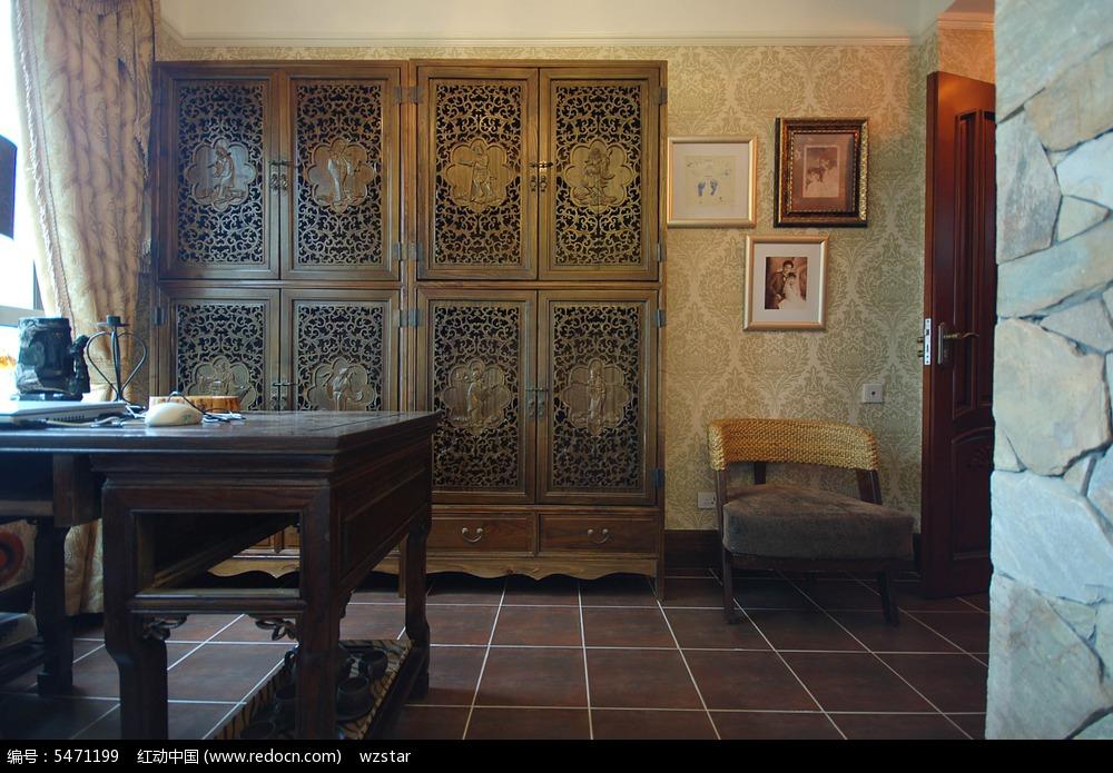 镂空柜子 红木桌子 石头柱子 黄色墙壁 高清  艺术感 室内装潢 室内