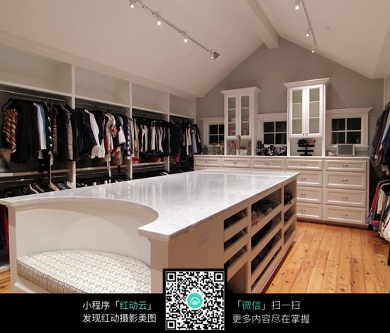 欧式豪华的衣帽间装饰_室内设计图片