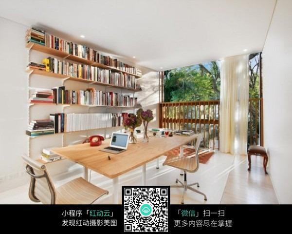 靠落地窗的书房_室内设计图片图片