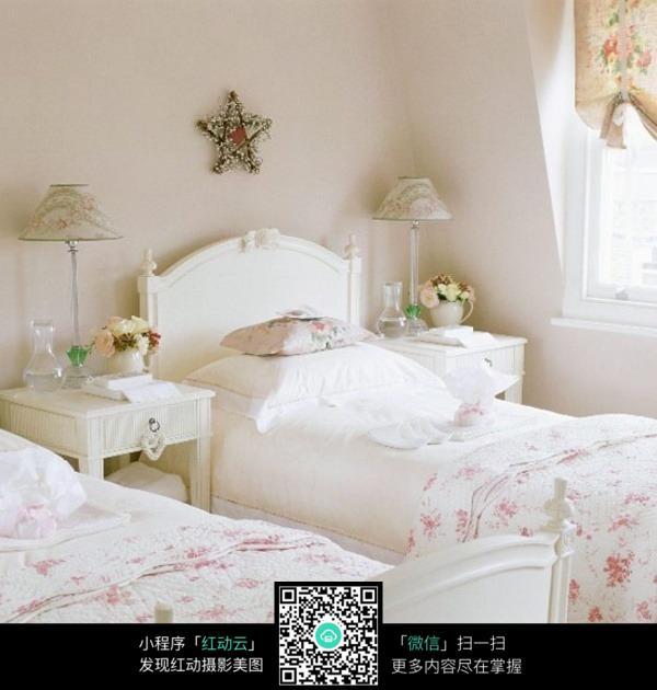 白色碎花床单图片素材