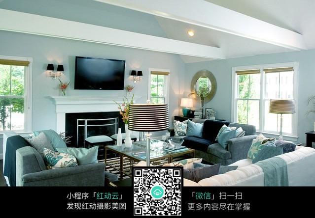 壁橱 电视 壁灯 地毯