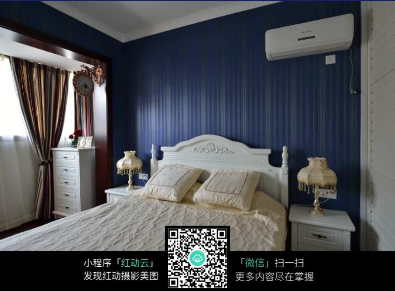 床头墙壁纸装修效果图