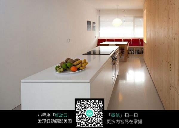 厨房桌子图片