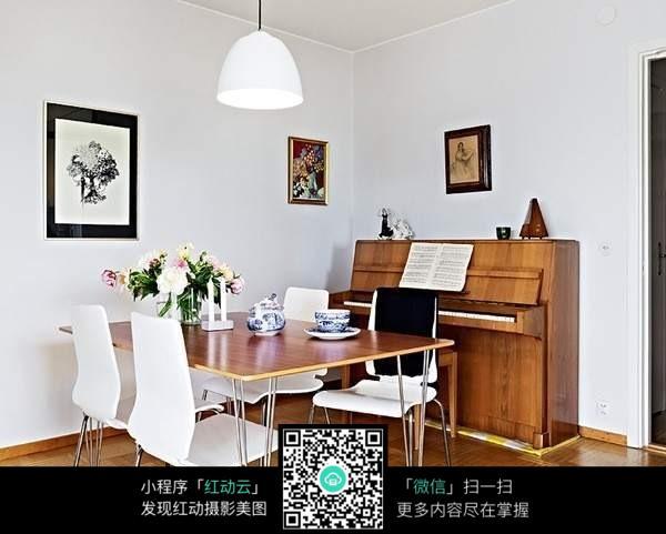 室内钢琴摆放效果图
