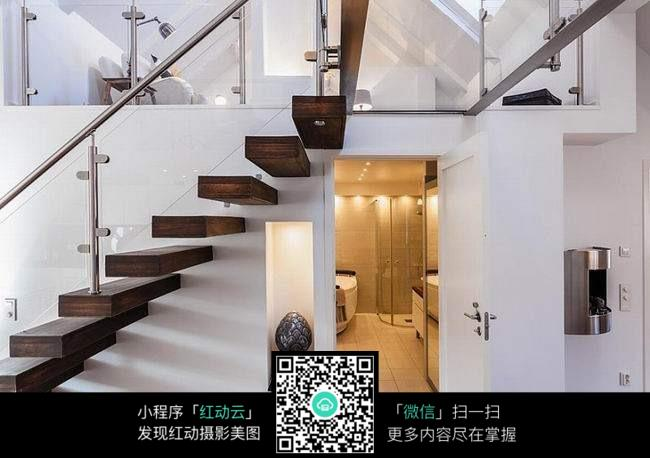北欧风格复式楼梯装饰图片
