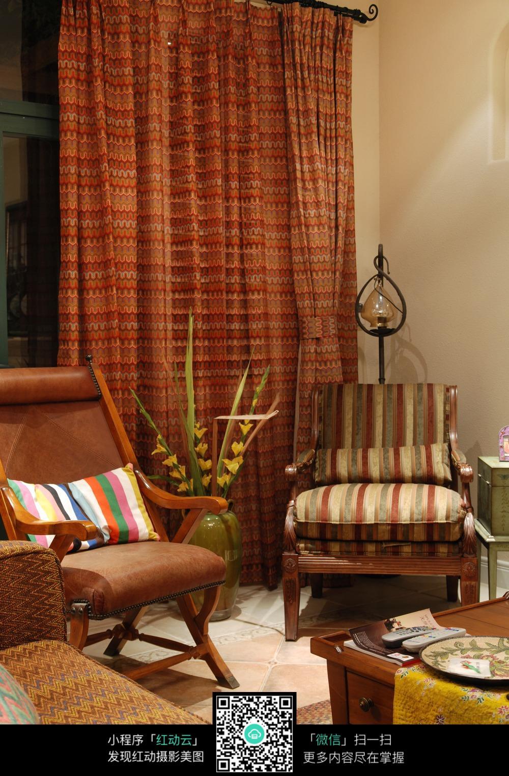 卧室里的沙发躺椅图片