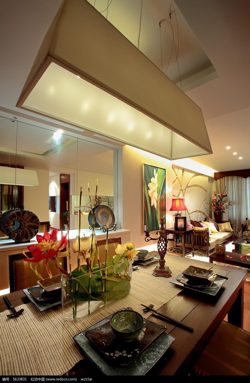 家装效果图  摆件  古董 餐厅一角 客厅一角 客厅效果图 长形吊灯 jpg