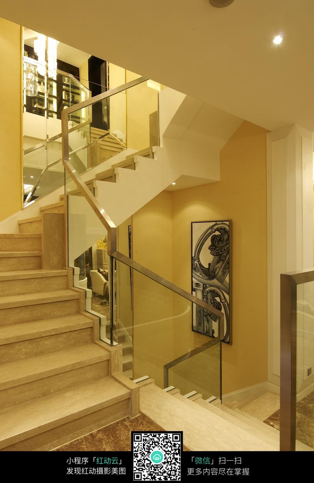 鹅黄色温馨楼梯转角装修效果图