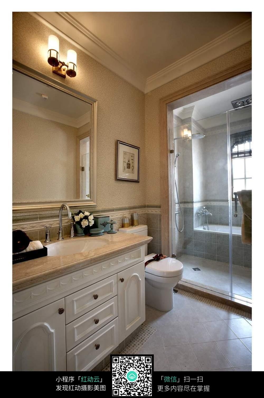 简洁大方的卫生间设计图片
