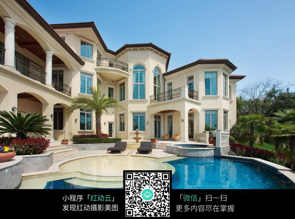 红动网提供其他精美素材免费下载,您当前访问素材主题是美式别墅旁的图片