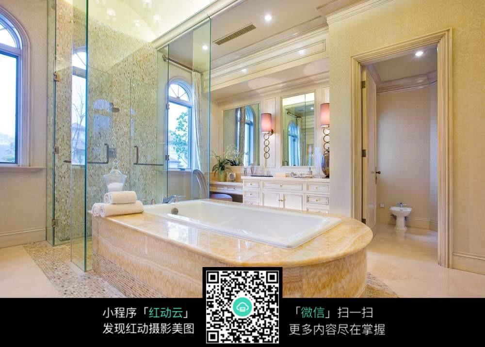 奢华大气浴室浴缸装修效果图
