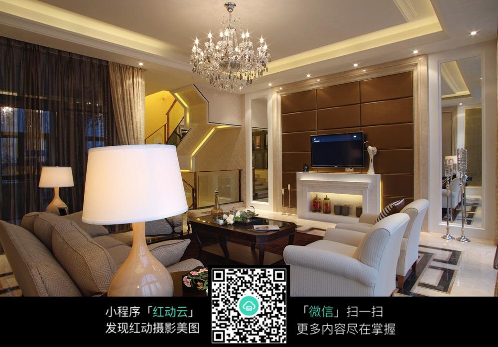咖啡色电视机背景墙的别墅客厅