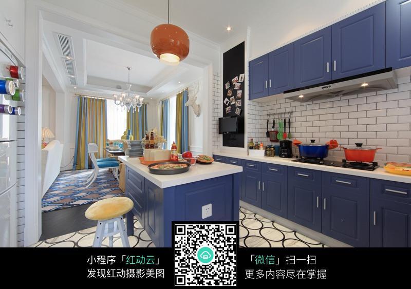 蓝色一体式厨房设计图片