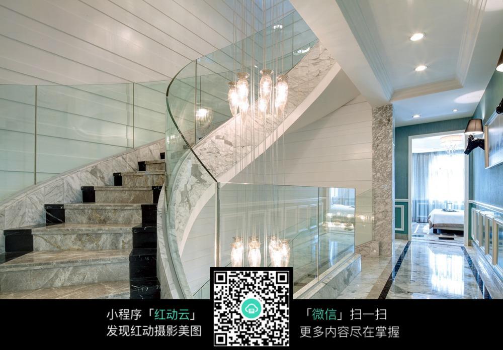 欧式高档别墅楼梯过道设计