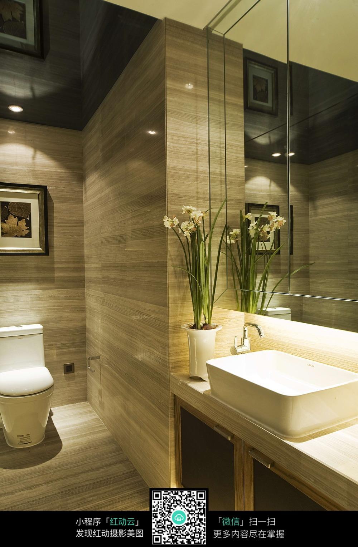 现代简约的卫生间设计图片
