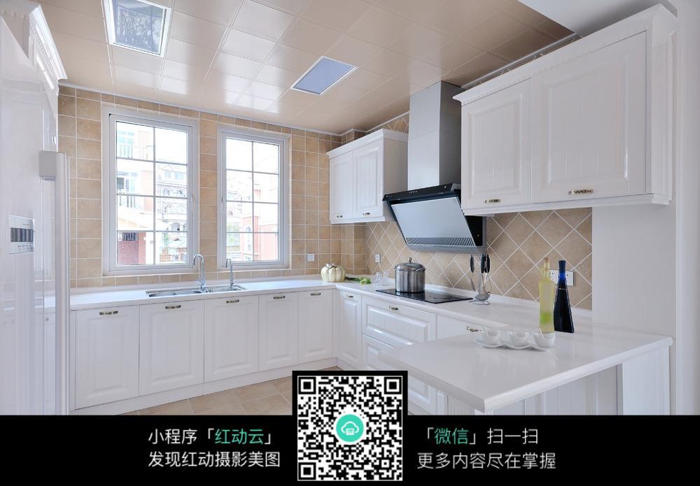 白色简洁厨房装修效果图