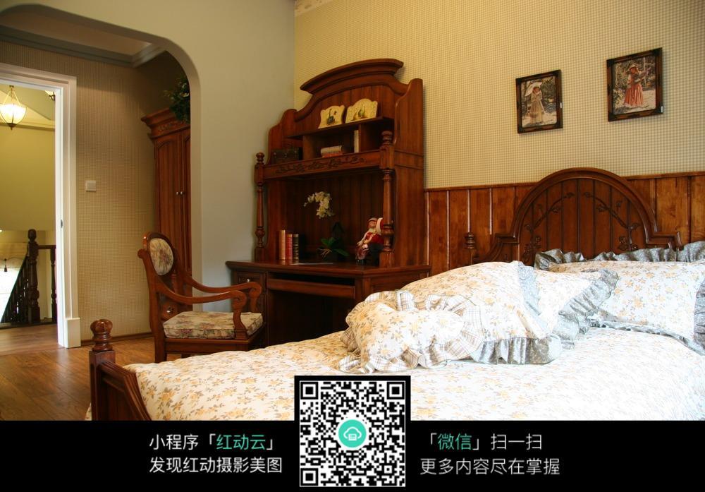 木质复古典雅卧室装修效果图