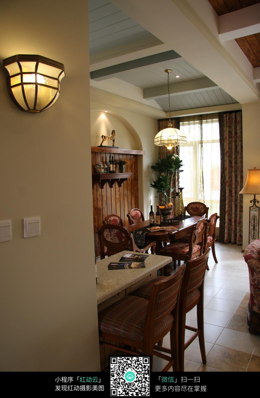 欧式复古的客厅装潢图片图片