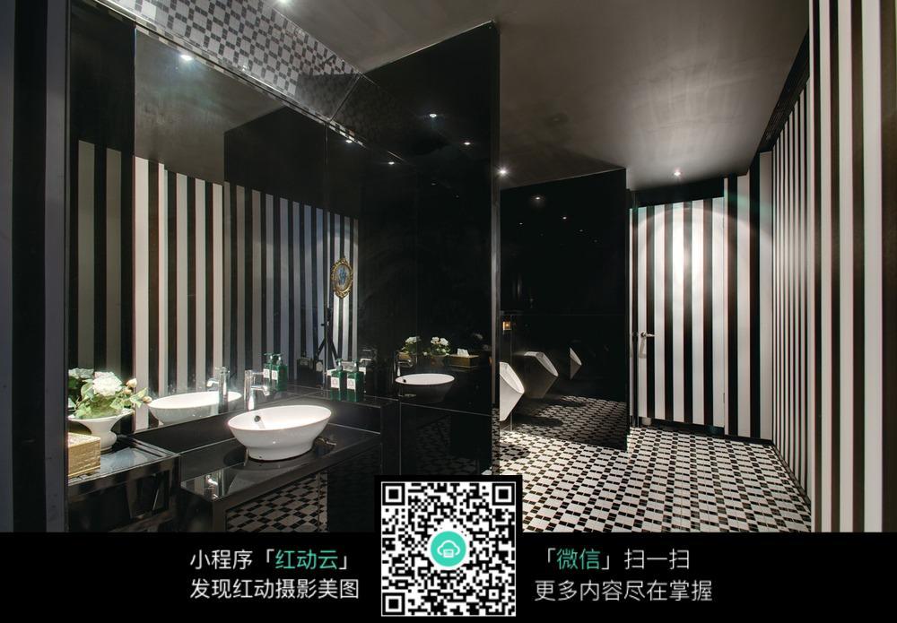 黑白格子地板洗手台装修效果图