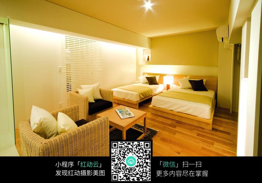 温馨暖灯卧室装修效果图
