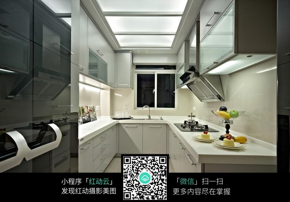 现代化白色厨房装修效果图